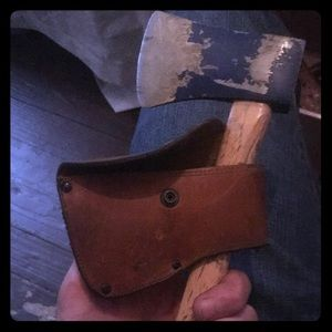Throwing hatchet with leather cover